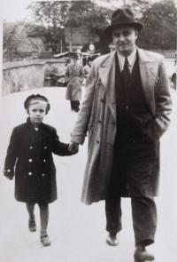 Eva Machková jako dítě v roce 1936