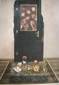 Památník rozloučení dětí se svými rodiči při odjezdu Kindertransportu, Hlavní nádraží Praha