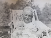 Eva Machková jako batole se svým dědou