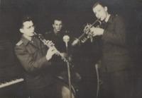1957, pamětník vlevo