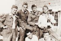 Jiří a jeho kamarádi na vojně u jednotky Technických praporů, rok 1960, Olomouc