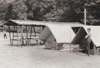 Tábor 233. oddílu ve Šluknově, vůdcovský stan a marodka, rok 1969