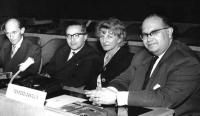 Dr. Běhal vpravo, mezinárodní rozhlasová univerzita, Paříž 1958