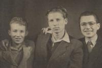 50. léta, pamětník vpravo