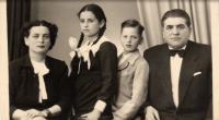 Rodina Donáthovcov, 1957