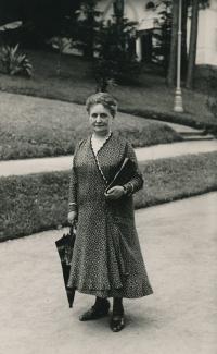 Malvína Pokorná na konci 30. let. Babička z otcovy strany rodiny, kterou Kateřina nikdy nepoznala