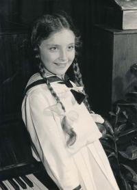 Dobový portrét Kateřiny Adámkové z roku 1957