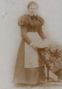 Žofie Obrhelová kolem roku 1900. Kateřinina babička z maminčiny strany rodiny
