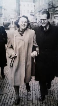 Květa Běhalová s manželem