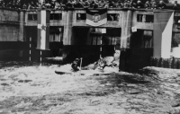Mezinárodní utkání vodních slalomářů v Sprembergu (NDR), Dalibor Matějů dělá zadáka, 1966