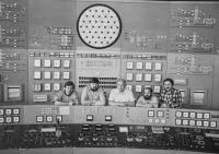 Po ukončeném výcviku na trenažeru reaktoru JE Novovoroněž v Sovětském svazu, Dalibor Matějů druhý zleva, 1984