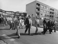 Prvomájový průvod zaměstnanců JE Dukovany, Dalibor Matějů první zleva, 1986