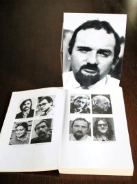 Snímek Milana Hulíka v publikaci Výbor na obranu nespravedlivě stíhaných, v níž je jako advokát uveden