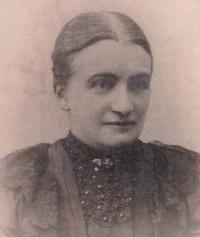 Prababička Anna, roz. Helclová (1880)