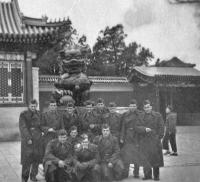 Českoslovenští vojáci se při návratu z mise zastavili v Pekingu a navštívili Zakázané město