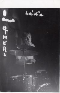 Ladislav Hlavatý jako bubeník big beatu, Praha, 1968