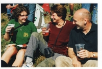 S dcerou Kateřinou a manželkou Taťjánou Hlavatou na akci Turistického akademického klubu, 2003