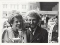 S manželkou Taťjánou na jejich svatbě, Praha, 1976