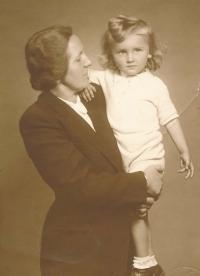 His mother Stefanie and Nikolaj