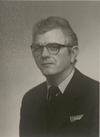 Vincent Hollý as bus driver