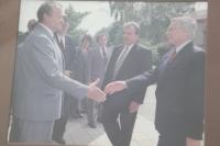 Bohuslav Fencl jako starosta Vysokého Mýta s Václavem Klausem, 1995