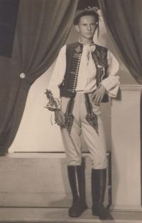 Karol Bartek v súbore v Nemšovej, 1946
