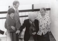 Novou budovu speciální školy slavnostně otevírala Olga Havlová, 1994