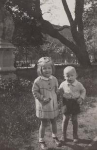 S mladším bratrem Eduardem