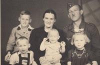 S rodinou - Helena vpravo dole, 1943