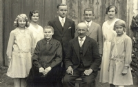 Johann Strobl s manželkou Teresií a dětmi, synové Johann (vlevo, zahynul v Rusku) a Franz (zahynul v Rakousku)