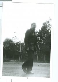 Daniel Kroupa někdy v 70 letech, Snímek pořídili tajně příslušníci StB.