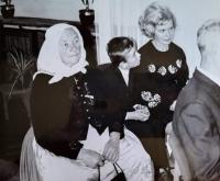 Stařenka Věra Nováková, syn Petr, Jindřiška Švajdová