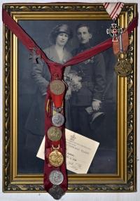 Svatební foto prarodičů Hany Hamplové z matčiny strany - Josef Sláma a Marie Pittnerová Slámová (1922)