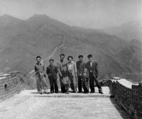 Hana Hamplová (6 let) s výpravou na Velké čínské zdi (1957)