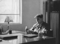 Otec Hany Hamplové Zbyšek Hovorka při práci v Číně roku 1957