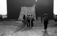 Z výstavy nezávislého umění na kurtech Sparty roku 1982.