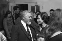 Zahájení výstavy, na snímku Hana Hamplová s Jánem Šmokem, 1984