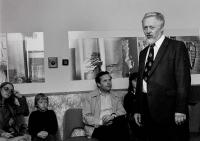 Zahájení výstavy Josefa Hampla, na snímku Ján Šmok (1984)