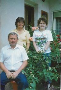 1989 s manželkou a dcerou