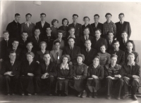 Maksymovych's students (2nd row from the bottom, 1st from the left) at the school (Khabarovsk, 1958