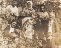 Manželé Matouš a Františka Kremlovi s dětmi- dcera Marie, syn Jan, dcera Františka