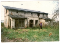 Nadiya Slesareva (Viktorovska) near the ruins of the family house of Martsel Reinhard in Grodzisk Mazowiecki in Poland, 2000s