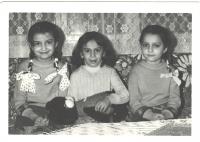 Elena Cinová (vpravo) so sestrou a sesternicou