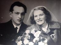 Svatební foto Heleny Tikalské a Karla Divokého (1954)