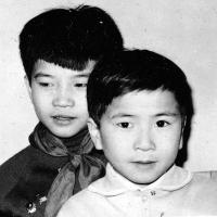 S bratrem, Tuan Nguyen vlevo, Varšava, cca 1965