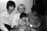 S manželkou Marií, dcerou Dianou a tchyní, 1979