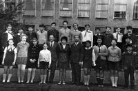 V sovětské základní škole ve Varšavě, Tuan Nguyen první zprava v první řadě