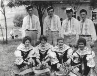 V roce 1961 v taneční skupině Václav Herout první zprava