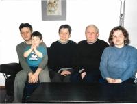 V roce 2004 s manželkou, dcerou, synem a vnukem