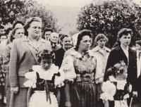 Prvomájové slavnosti, A. Smržová vpravo, 1965